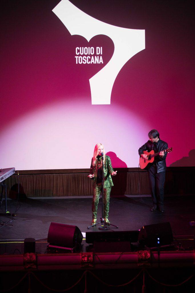 Patty Pravo alla serata di Cuoio di Toscana al Cinema Odeo di Firenze