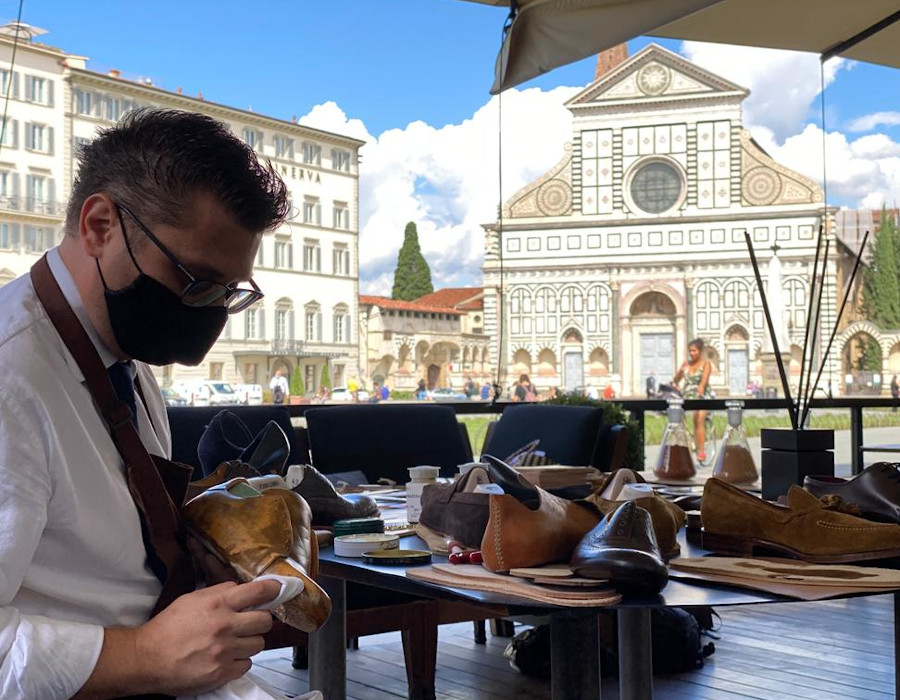 How to make a shoe, on the streets of Florence - Italian Shoes